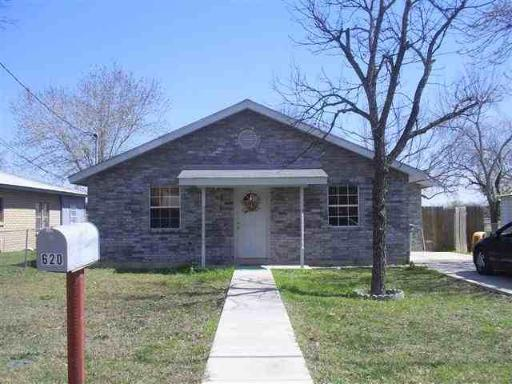 620-s-other-place-dr-uvalde-tx-78801